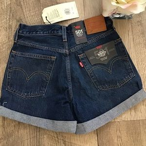 LEVI'S 501 CLASSIC ROLLED UP MID RISE SHORTS🎀
